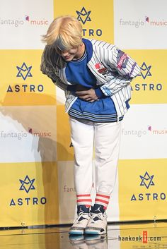 [22.02.16] Conferência de imprensa de debut - JinJin