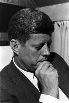 Paul Schutzer—Time & Life Pictures/Getty Images -- John Kennedy is pictured seated with his hand resting on his chin, January John Kennedy, Les Kennedy, Jacqueline Kennedy Onassis, Die Kennedys, Massachusetts, Celebridades Fashion, John Junior, Jfk Jr, John Fitzgerald