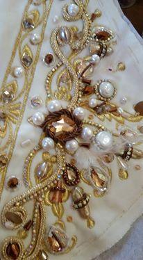 Embroidery Bags, Bead Embroidery Jewelry, Beaded Embroidery, Embroidery Stitches, Tambour Beading, Black Diamond Jewelry, Motifs Perler, Sewing Hacks, Diy Jewelry