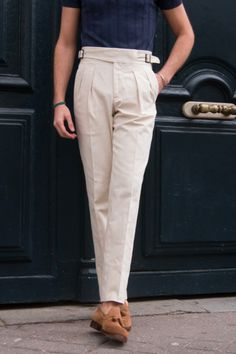 New cut : coton linen gurkha trousers for spring and summer ! Dope Outfits For Guys, Stylish Mens Outfits, Casual Outfits, Male Fashion Advice, Linen Suits For Men, Men Trousers, Style Casual, Pants Pattern, Gentleman Style
