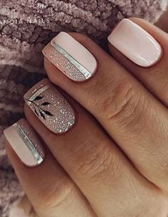 Erstaunliche Nagellack-Farbtrends, die Sie das ganze Jahr über haben möchten Amazing nail polish color trends that you want to have all year round This awesome nail art with pink color and glitter is new school # Fancy Nails, Cute Nails, Pretty Nails, Fall Nail Colors, Nail Polish Colors, Hair And Nails, My Nails, Stylish Nails, Nagel Gel