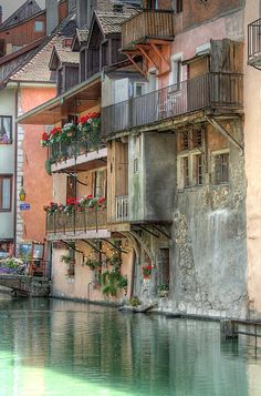 Annecy another beautiful place in southern France. I could live here and hang out on the balcony all day.