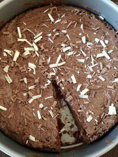 Brownietaart met melk- en witte chocolade | Lekker en Simpel