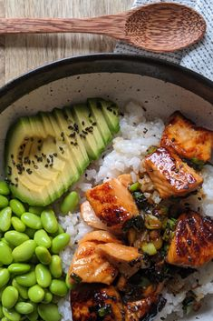 Absolute delicious, easy to make and If you like and tasty, fresh ingredients then you will LOVE this salmon sushi bowl. This recipe is naturally too. and Drink dinner seafood Teriyaki Salmon Sushi Bowl - Gluten Free Recipe Tasty Meal, Healthy Meal Prep, Healthy Dinner Recipes, Healthy Snacks, Vegetarian Recipes, Cooking Recipes, Pescatarian Recipes, Diet Recipes, Healthy Lunches