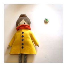 Ich habe Lotta #daskartenmaedchen einen Spielgefährten gezaubert und einen Stein, vom Strand in Neuseeland, in ein Vögelchen verwandelt!  Lottas neuer Freund heißt:  F R I D O !   Er ist ein quirrliger, redsamer und kreativer Piepmatz😊! #stopmotion #animation #vogel #Steinebemalen Stop Motion, Lotta, Strand, I Card, Elf, Animation, Holiday Decor, Illustration, Cards