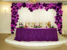Decoración para eventos con flores de papel -