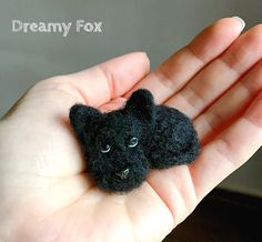Needle felted dog. Made of pure wool. The dog is about 1,5 (4 cm) tall.