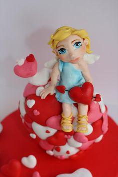 Aprender a modelar a Cupido en fondant es muy fácil con Alejandra TA ¿A que es una monada?