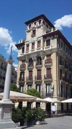 Magnifico edificio en la Plaza de Ramales, frente al Palacio de Oriente Madrileño.