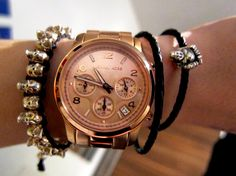 Menonton Michael Kors Rose Gold adalah salah satu jam tangan yang paling populer dan premium yang dikenakan oleh orang-orang paling berpengaruh di dunia.