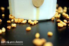 Eiskaffee mit Schokosirup und Krokant - Rezept auf http://fightoff-yourdemons.blogspot.de