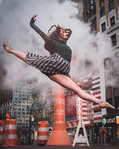 23 Breathtaking Shots of Ballerinas Against City Backdrops
