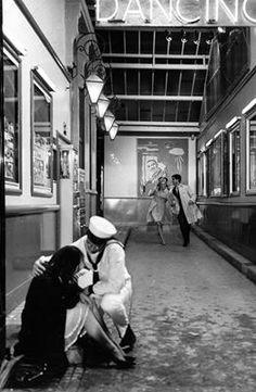 Les Parapluies de Cherbourg Jacques Demy, Cherbourg, Art Director, Sailor, Film, Couple Photos, Couples, Umbrellas, Movie