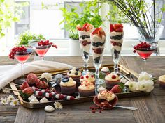 Søte fristelser til fest Marshmallows, Panna Cotta, Muffins, Dairy, Food And Drink, Sweets, Cheese, Table Decorations, Baking