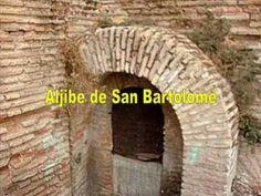ALJIBES DE GRANADA.  En el Patio de los Aljibes de la Alhambra tuvo lugar un episodio fundamental para el flamenco: en las fiestas del Corpus de 1922, Falla y Lorca, entre otros, organzaron el Primer Concurso de Cante Jondo de Granada