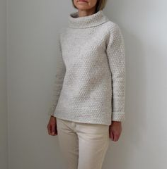 Such a Winter's Day - Heidi Kirrmaier. Gorgeous jumper pattern, available on Ravelry of course! Christmas Knitting Patterns, Sweater Knitting Patterns, Arm Knitting, Knitting Machine, Knitting Ideas, Brooklyn Tweed, Diy Pullover, Universal Yarn, Baby Scarf