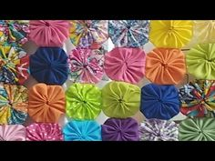 Vamos Conversar? Finalizando Colcha de Fuxicos! - YouTube Recycled Rugs, Done With You, Diy Tutorial, Diy And Crafts, Recycling, Canapes, Chai, Simple, Make Fabric Flowers