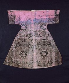 Date  1550-1600 (made) Dimensions  Height: 75.8 cm, Width: 77 cm bottom hem-line Descriptive line  C, velvet, 1500s, Turkish
