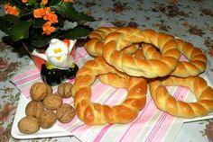 Retete Culinare - Covrigi cu sare Romanian Food, Bagel, Sausage, Muffin, Sari, Bread, Cooking, Breakfast, Morning Coffee