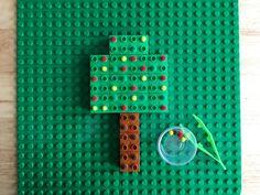 Actividad de motricidad fina con LEGO y Pompones - MOM BRICKS