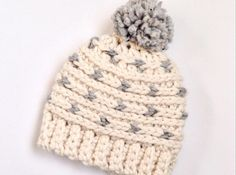 Here's a free crochet pattern for this cute hat. So many color possibilities! Grab some super bulky yarn & make this hat!