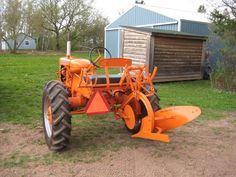 images of allis chalmers plows John Deere Garden Tractors, Lawn Tractors, Old Tractors, Antique Tractors, Vintage Tractors, Vintage Farm, Allis Chalmers Tractors, Tractor Implements, Farm Pictures