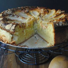 Discover our recipe rated by 18 members. Gluten Free Cakes, Gluten Free Desserts, Just Desserts, Gluten Free Recipes, Delicious Desserts, Yummy Food, Pear Dessert, Paleo Dessert, Pear Varieties