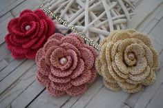 how to make a very simple crochet pink Crochet Small Flower, Crochet Flower Patterns, Crochet Doilies, Easy Crochet, Crochet Flowers, Crochet Stitches, Embroidery Patterns, Knit Crochet, Sunburst Granny Square