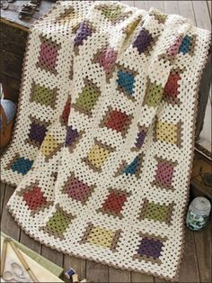 Projects Easy ❤❤❤ GRANNY'S COOL SPOOL ❤❤❤ Love this pattern of spool threads - Great for scrap yarn crochet project- Easy ~ Crochet Afghan / Blanket / Throw ~ Pattern Crochet Afghans, Crochet Motifs, Crochet Quilt, Afghan Crochet Patterns, Crochet Squares, Crochet Granny, Easy Crochet, Knit Crochet, Cute Crochet