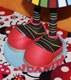 Zapatillas realizadas en goma eva. Son las típicas alpargatas que utilizan Les Camaraes de Vinaroz