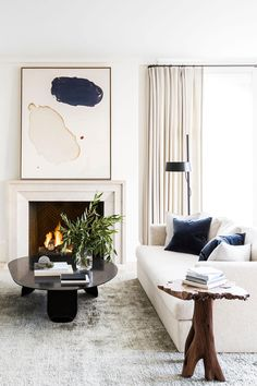 House tour: a modern French apartment within an opulent century shell : House tour: a modern reimagining of a historic San Francisco home Living Room Modern, Living Room Interior, Living Room Designs, Living Room Decor, Small Living, Living Room Artwork, Modern Bedrooms, Beautiful Living Rooms, Apartment Interior