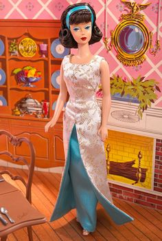 Looking for the Evening Gala Barbie Doll? Immerse yourself in Barbie history by visiting the official Barbie Signature Gallery today! Peinados American Girl, American Girl Hairstyles, Barbie Blog, Barbie Website, Play Barbie, Barbie And Ken, Barbie Barbie, Barbie Style, Barbie Diorama
