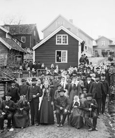 Portraits of dignity amid a stunning natural landscape. Nils Olsson Reppen was born on a farm in the municipality of Sogndal, Norway in 1856 and emigrated to the United States in 1882. He started a career as a photographer in Minnesota, then returned to his home village and set up a business in the 1890s.