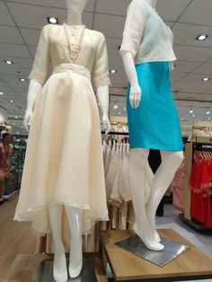 Modern Filipiniana Gown, Filipiniana Wedding Theme, Teen Fashion Outfits, Girl Outfits, Women's Fashion, Fashion Tips, Grad Dresses, Long Dresses, Formal Dresses