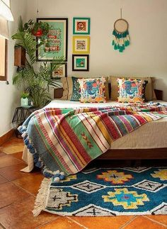 indian home decor 35 Stunning Traditional Indian Carpet Designs Ideas For Living Room To Try Indian Room Decor, Indian Bedroom, Ethnic Home Decor, Indian Living Rooms, Home Decor Furniture, Home Decor Bedroom, Living Room Decor, Decor Room, Indian Home Interior