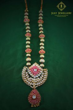 There is nothing more elegant than kundan teamed with pink and this one is an absolute stunner! Place your order by sending us an email to justjewellery08@gmail.com