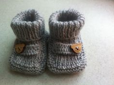 Knitting For Kids Haken 62 Ideas Knit Baby Shoes, Baby Boots, Knitting For Kids, Baby Knitting, Brei Baby, Knitting Patterns, Baby Pop, Knitted Booties, Shoes