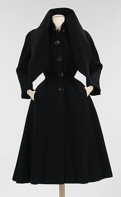 You'd be hard pushed to top a vintage Dior for style, class or quality. New York Christian Dior, The Metropolitan Museum of Art Vintage Glamour, Vintage Vogue, Vintage Fashion 1950s, Vintage Dior, Look Vintage, Vintage Couture, Vintage Coat, Retro Fashion, Christian Dior Vintage