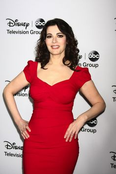 Nigella Lawson Tells ABC They Can't Airbrush Her Belly