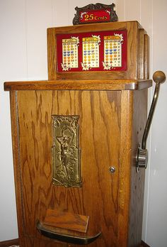 Vintage slot machine by B-Kay, via Flickr