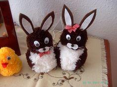 Hasenfamilie aus Wolle basteln Pom Pom Crafts, Yarn Crafts, Diy Crafts, Crafts To Make, Arts And Crafts, Boyfriend Crafts, Easter Crochet, Valentine's Day Diy, Easter Wreaths
