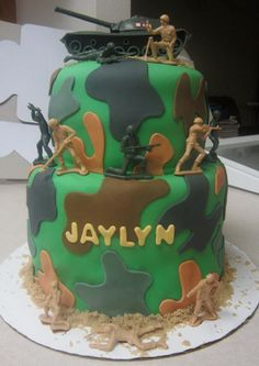 Here's an army cake Tiph designed for a girlfriend's daughter's birthday! :D