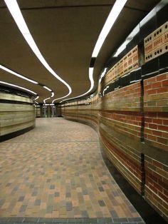 Montreal, Square Viictoria Metro Station