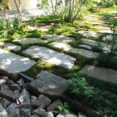 横内敏人建築設計事務所|T. Yokouchi Architect & Associate|京都市の住宅・建築設計事務所 Boulder Garden, Garden Paths, Bouldering, Stepping Stones, Japan, Architecture, Gardening, Outdoor Decor, Green