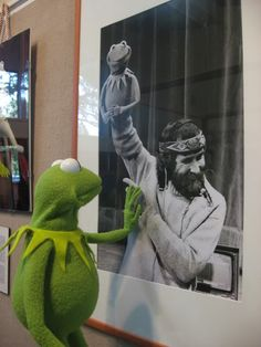 Jim Henson and Kermit Sapo Meme, Die Muppets, Fraggle Rock, Sad Pictures, Kermit The Frog, Sad Stories, Jim Henson, Thing 1, Faith In Humanity