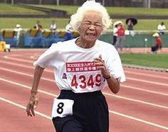 Incredibile: Nonna giapponese di 90 anni corre i 100 m in meno di 24 secondi! (il video)