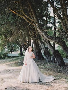 Intimate rustic vintage wedding on a quinta / villa in Alenquer, Portugal. Elopement destination wedding of your dreams. Elopement Wedding, Elope Wedding, Rustic Wedding, Wedding Venues, Portugal, Destination Wedding Planner, Wedding Planning, Stunning View, Beautiful