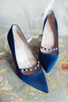 Pointy blue heels: http://www.stylemepretty.com/texas-weddings/dallas/2015/04/15/colorful-garden-soiree/ | Photography: Sarah Kate - http://sarahkatephoto.com/