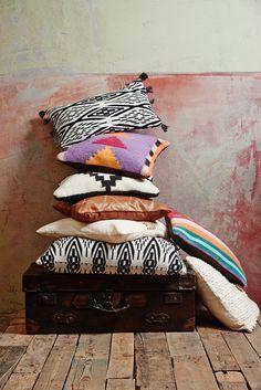 Fashion meets Interior: Die Eva Padberg Collection by Ce´Nou und Home 24 Throw Pillows, Interior, Collection, Fashion, Timber Wood, Moda, Toss Pillows, Fashion Styles, Design Interiors