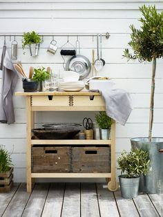 "10 ""IKEA hacks"" easy to enhance your patio or balcony - outdoor mini bar Fintorp Ikea, Ikea Forhoja, Ikea Kitchen Cart, Diy Kitchen, Kitchen Decor, Kitchen Ideas, Kitchen Island, Ikea Outdoor, Plein Air Ikea"